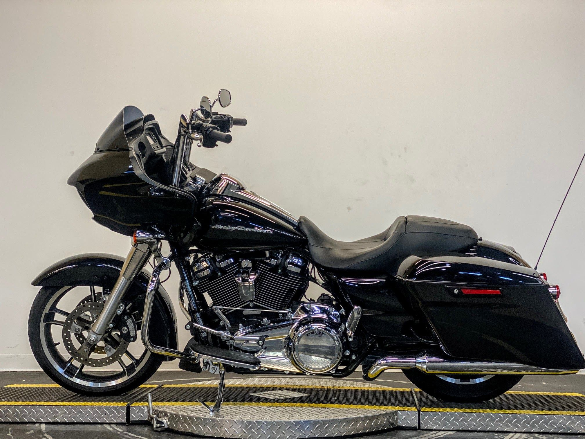 Pre Owned 2019 Harley Davidson Road Glide Fltrx In Fort Walton Beach Pf653383 Emerald Coast Harley Davidson