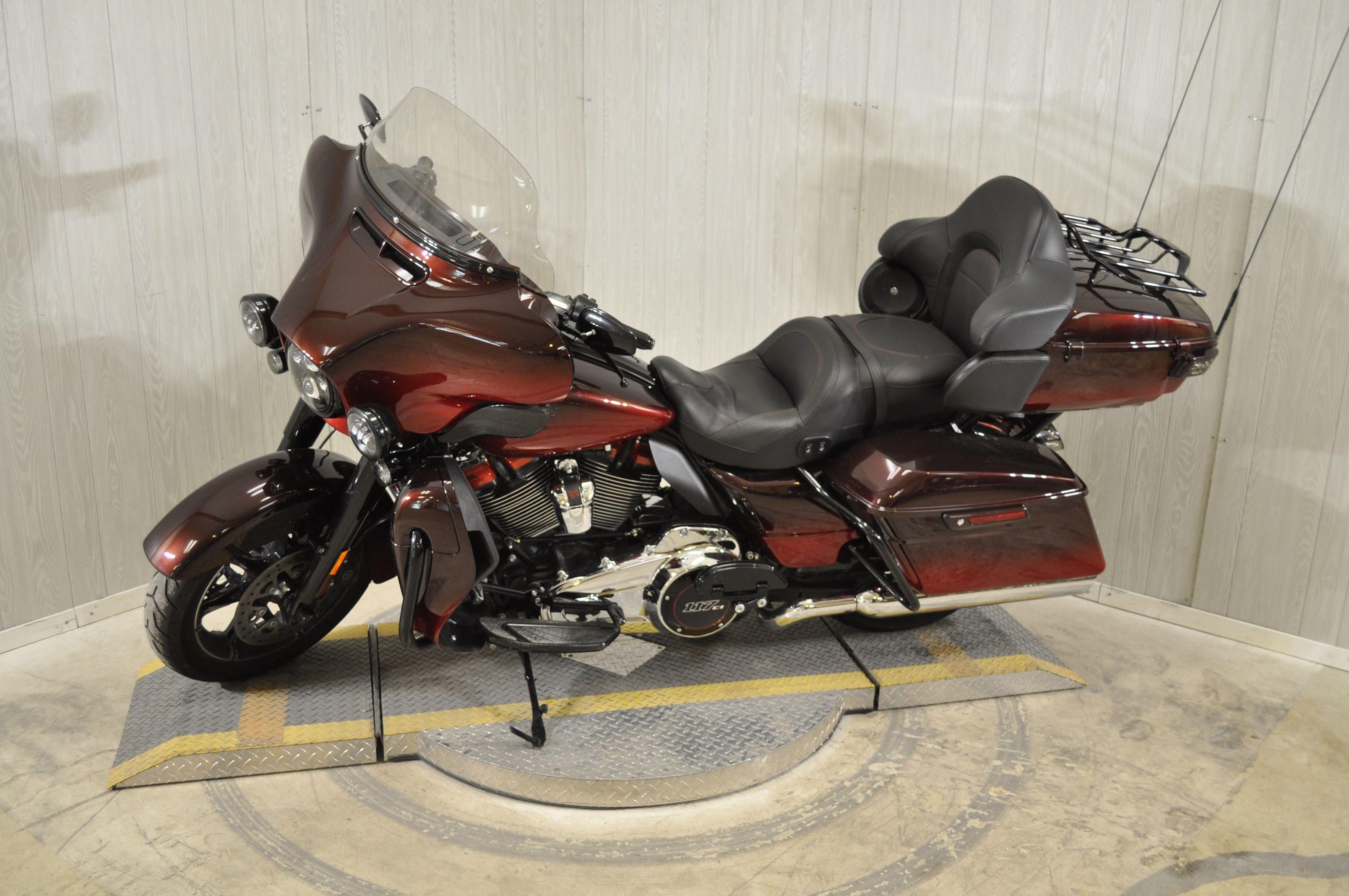 Pre-Owned 2018 Harley-Davidson CVO Limited FLHTKSE