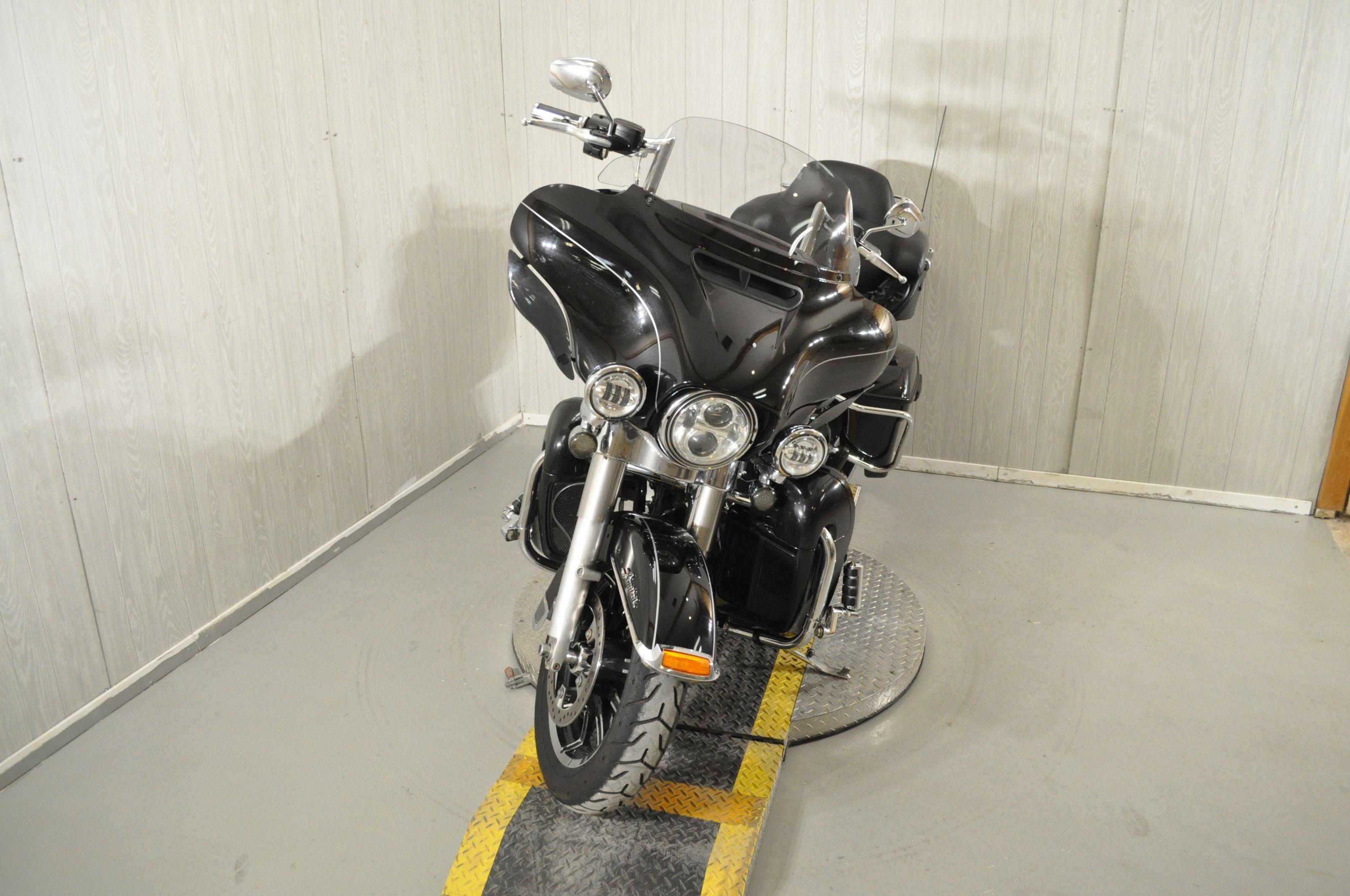 Pre-Owned 2017 Harley-Davidson Ultra Limited Low FLHTKL