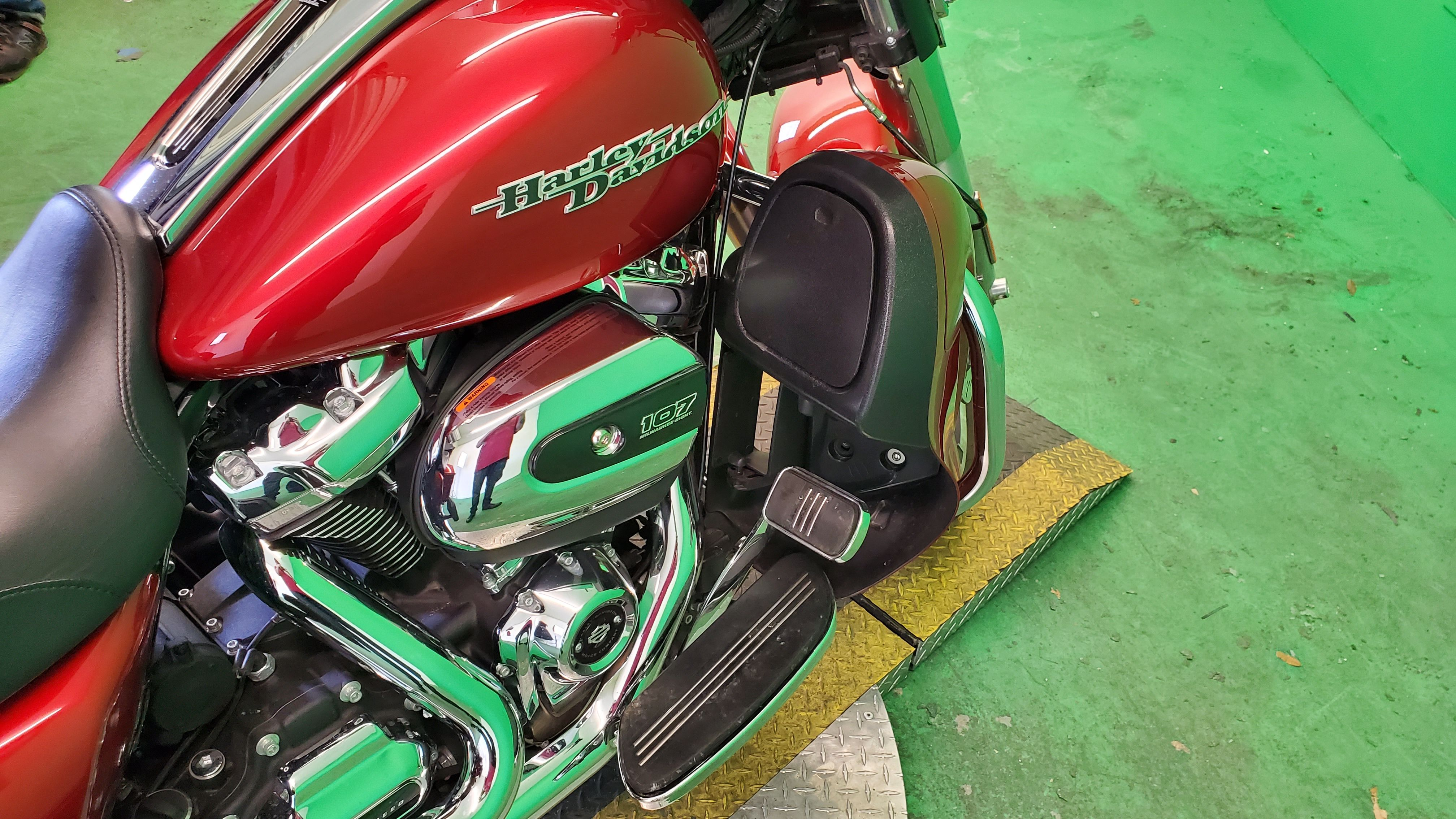 Pre-Owned 2018 Harley-Davidson Street Glide FLHX