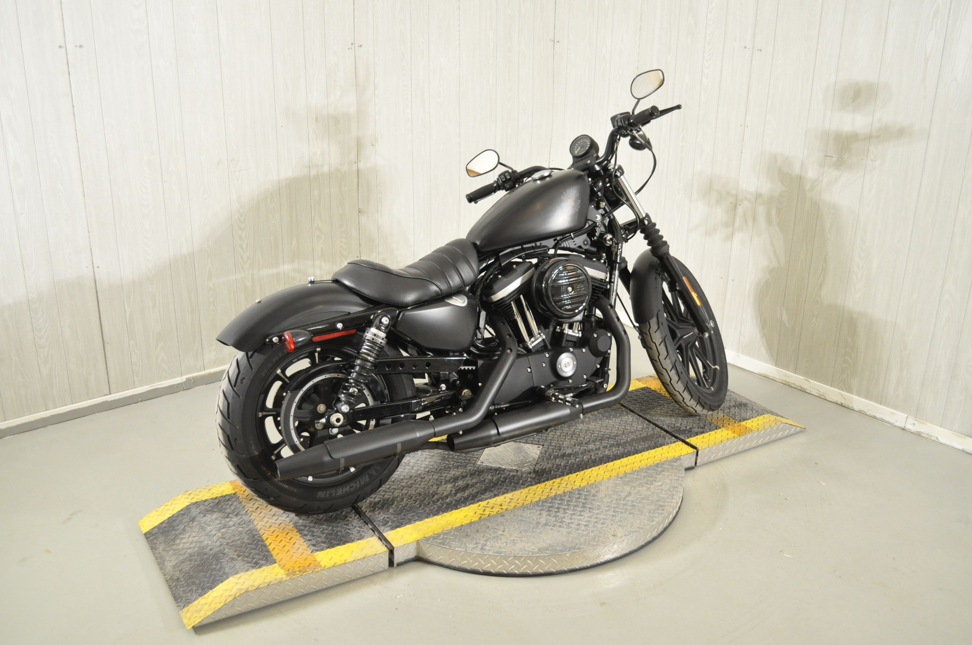Pre-Owned 2019 Harley-Davidson Iron 883 XL883N