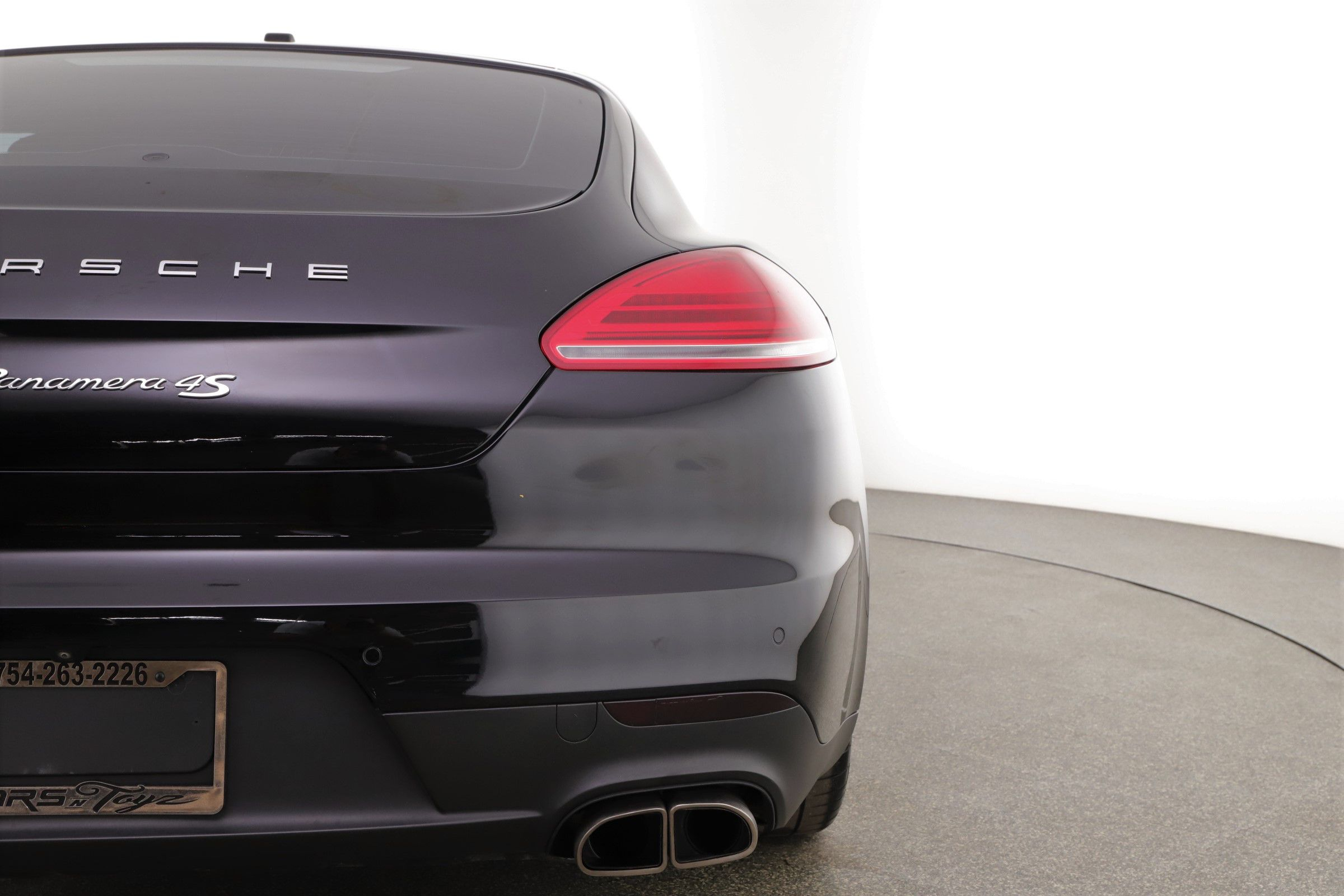 Pre-Owned 2015 Porsche Panamera 2