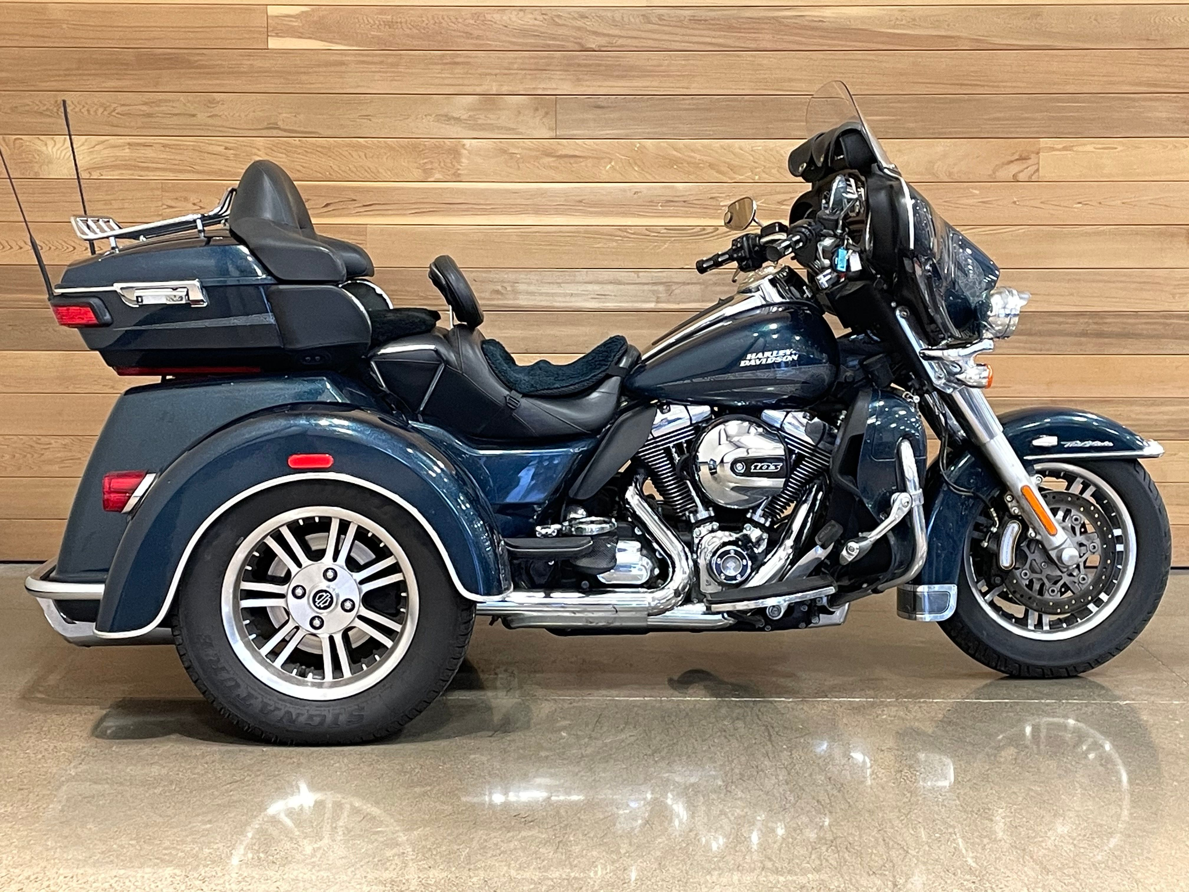 Pre-Owned 2016 Harley-Davidson Tri Glide Ultra Classic FLHTCUTG