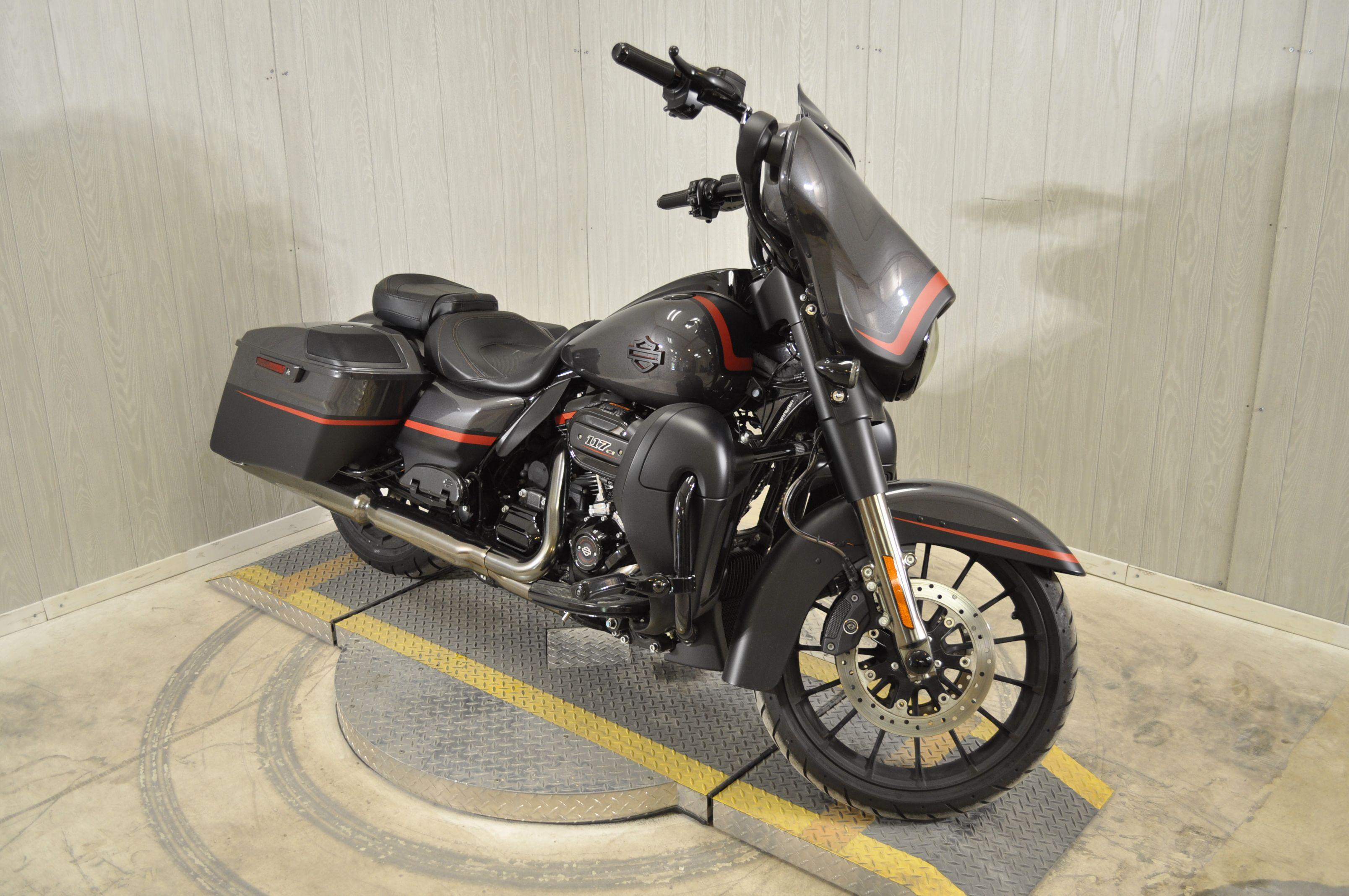 Pre-Owned 2018 Harley-Davidson CVO Street Glide FLHXSE