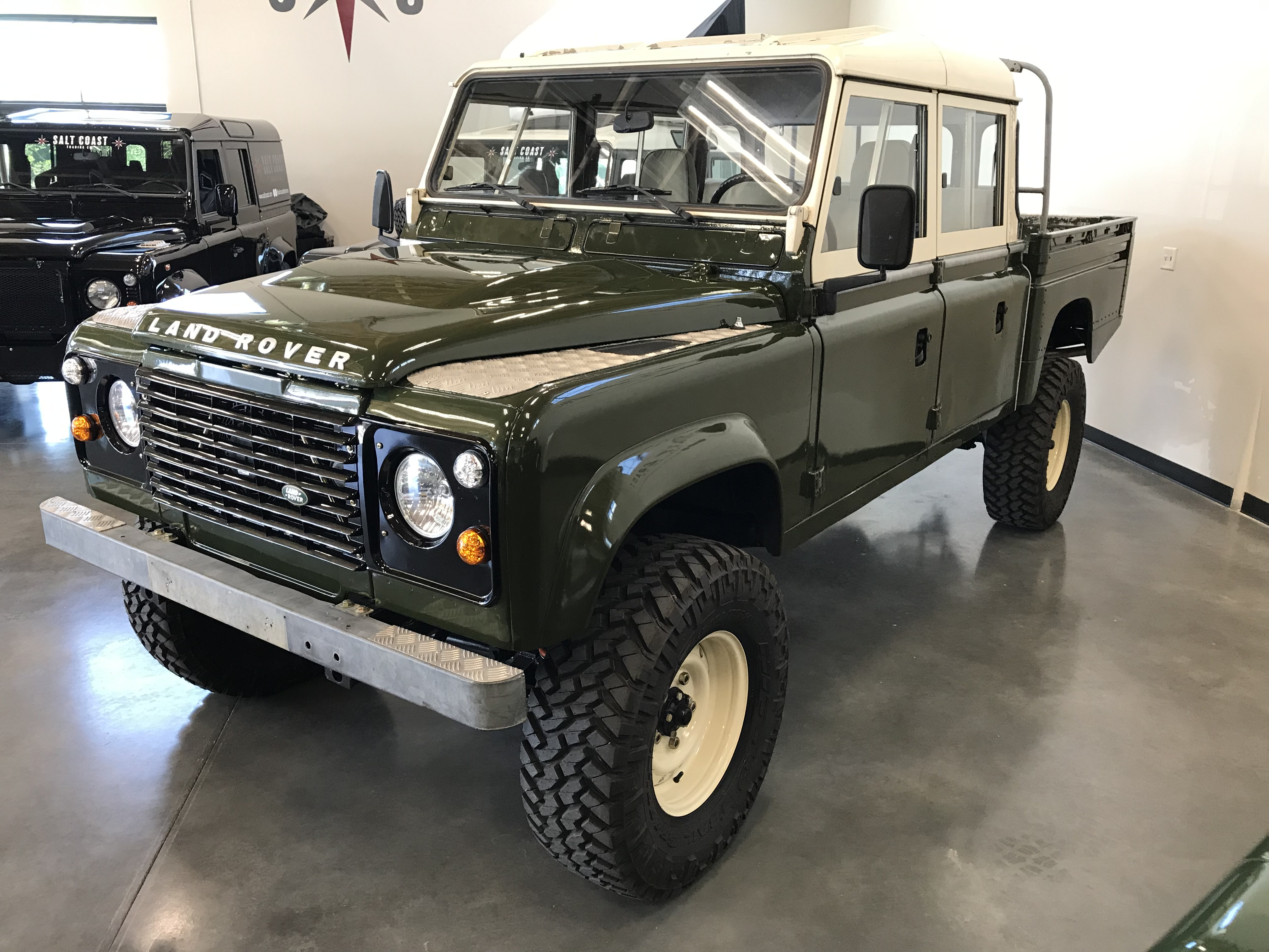Pre-Owned 1984 Land Rover Defender 127