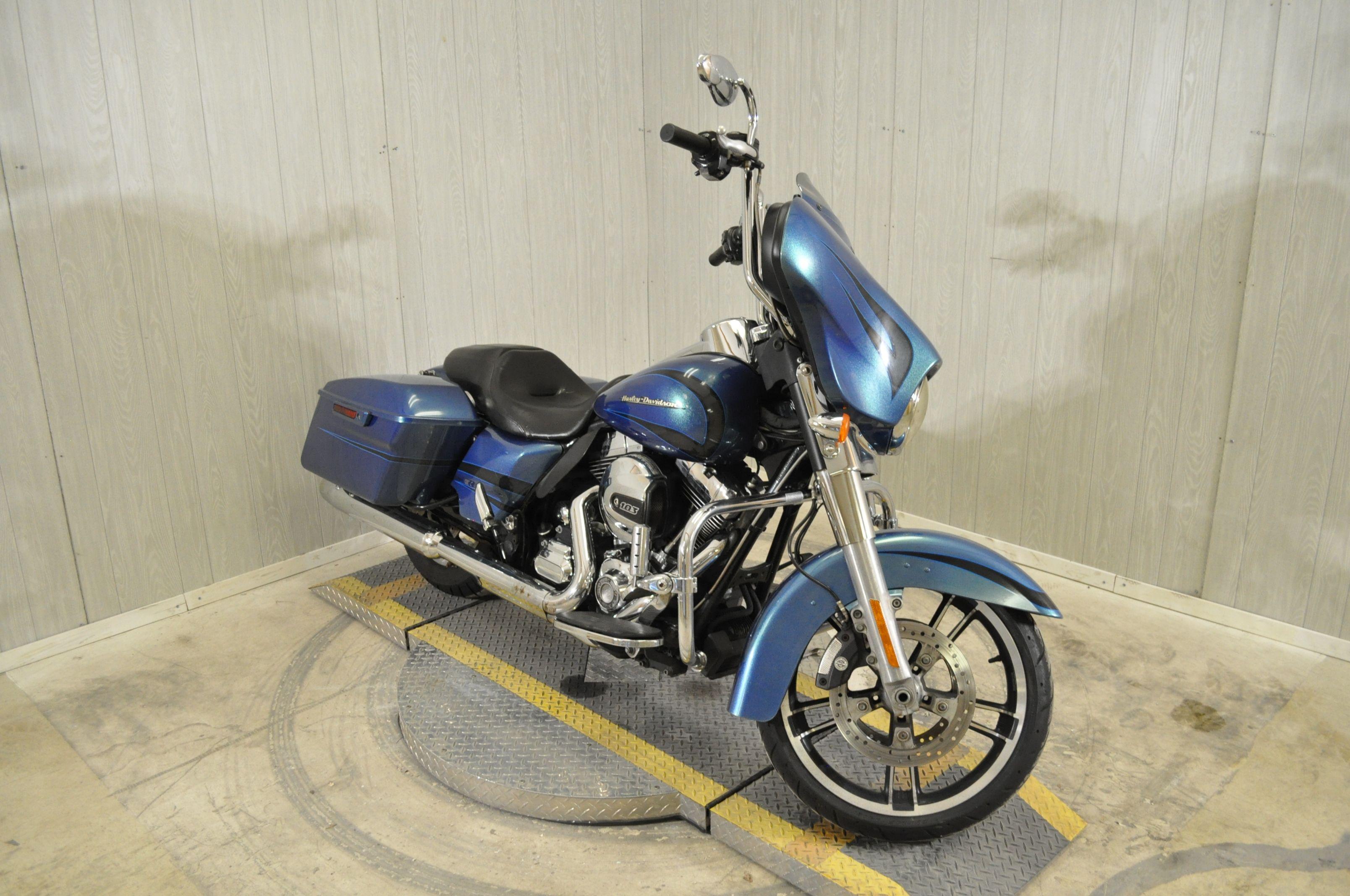 Pre-Owned 2014 Harley-Davidson Street Glide FLHX