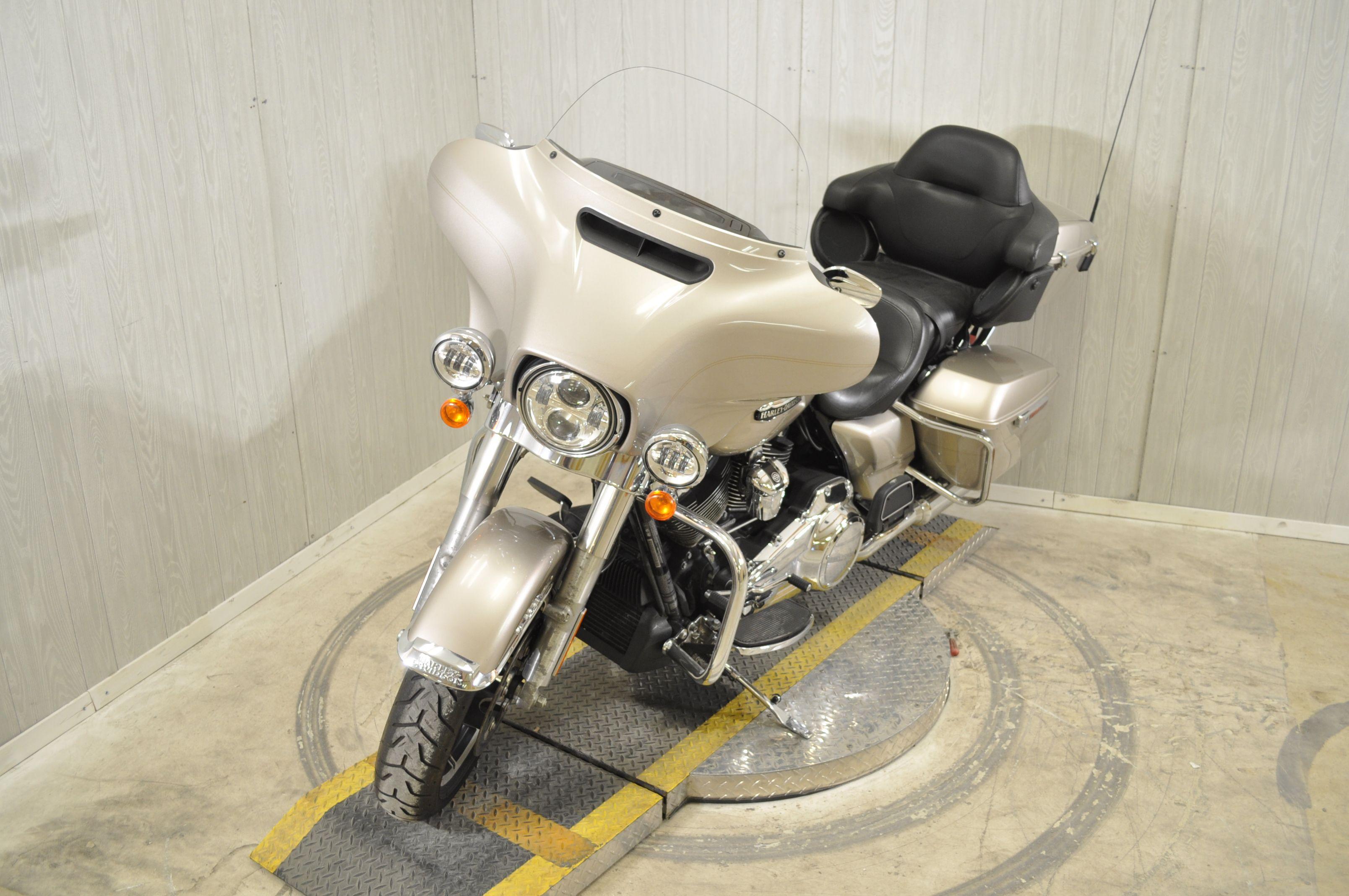 Pre-Owned 2018 Harley-Davidson Electra Glide Ultra Classic FLHTCU