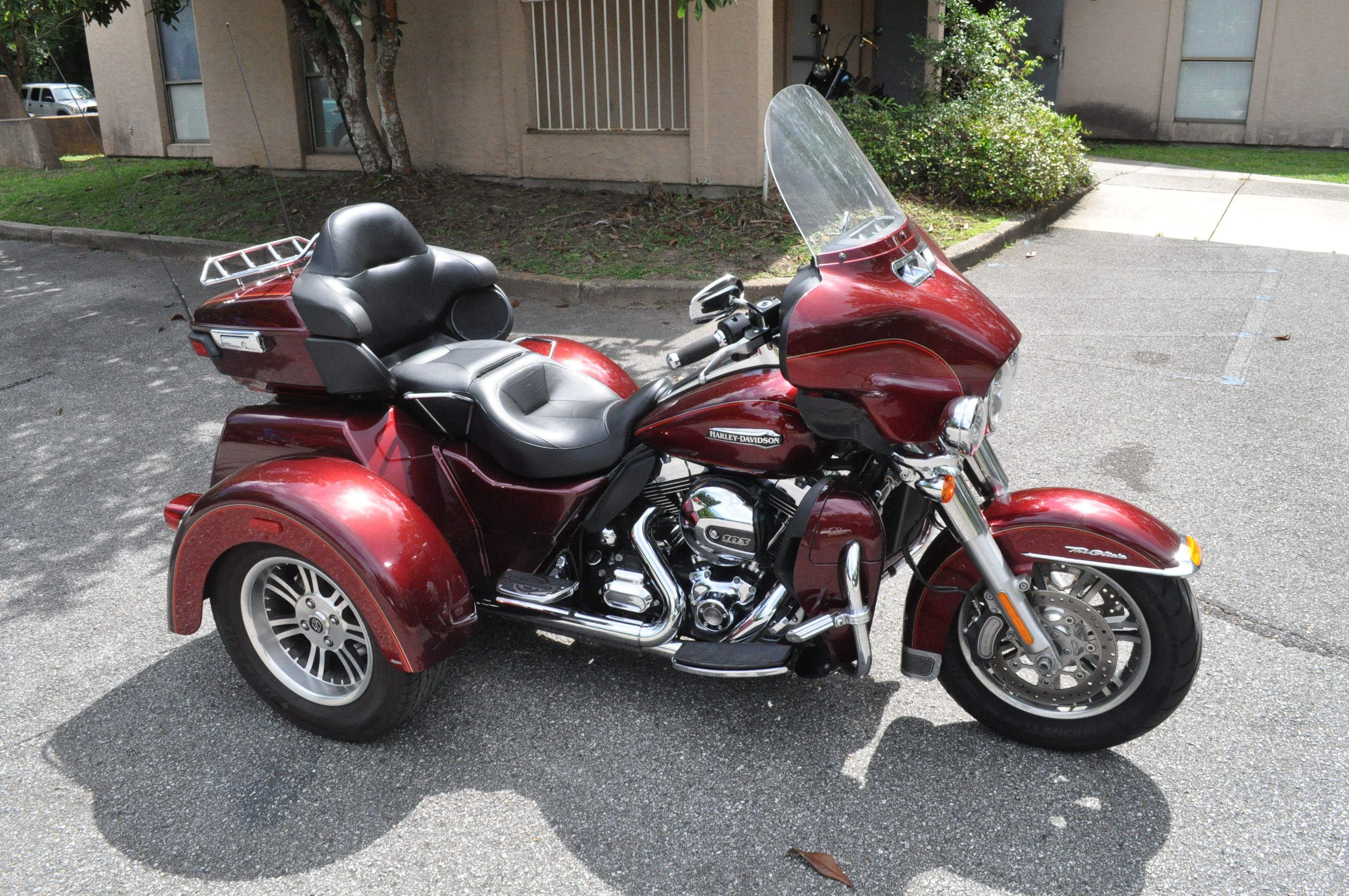 Pre-Owned 2016 Harley-Davidson Tri Glide Ultra Classic FLHTCUTG