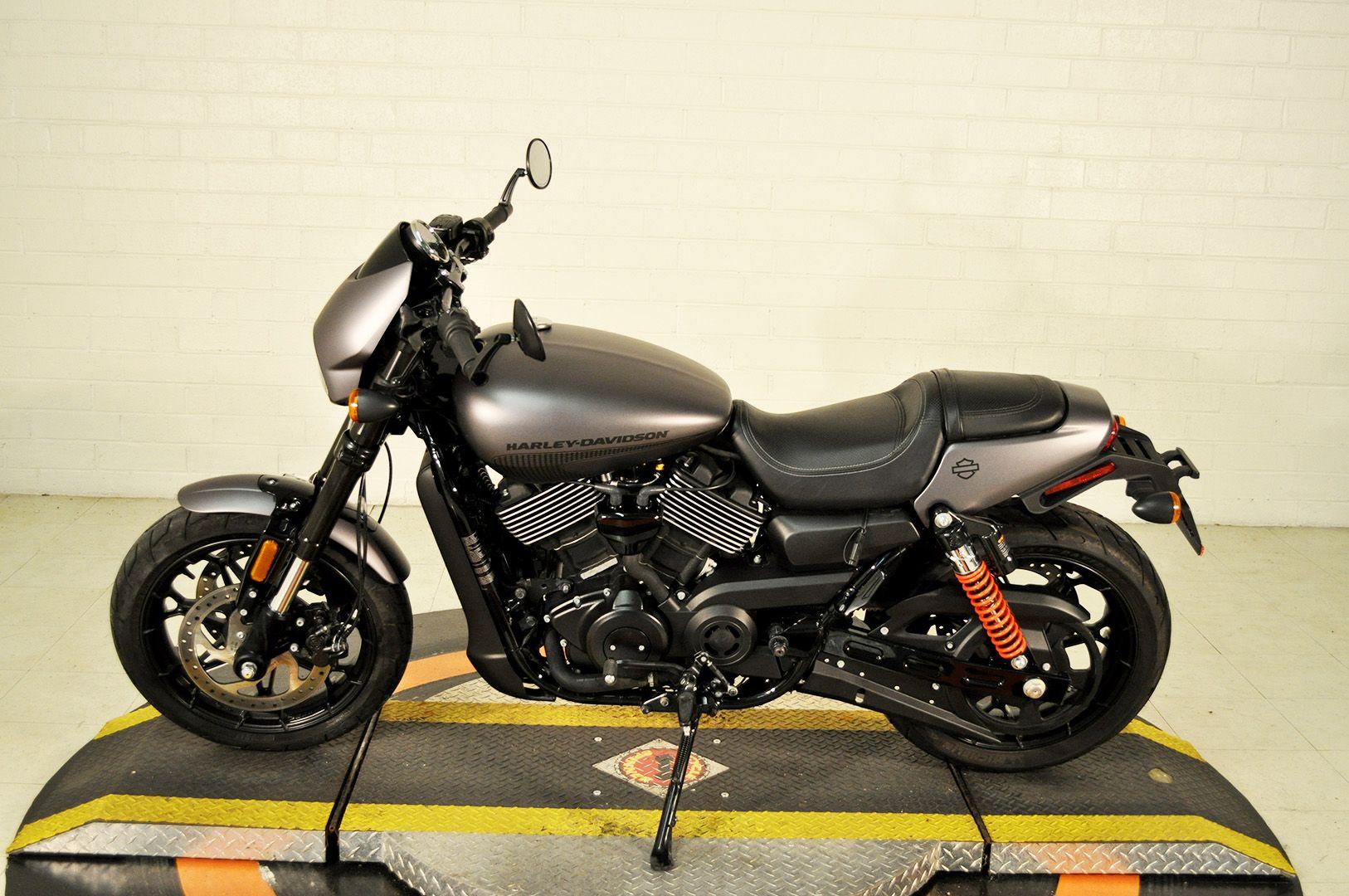 Pre-Owned 2017 Harley-Davidson Street Rod