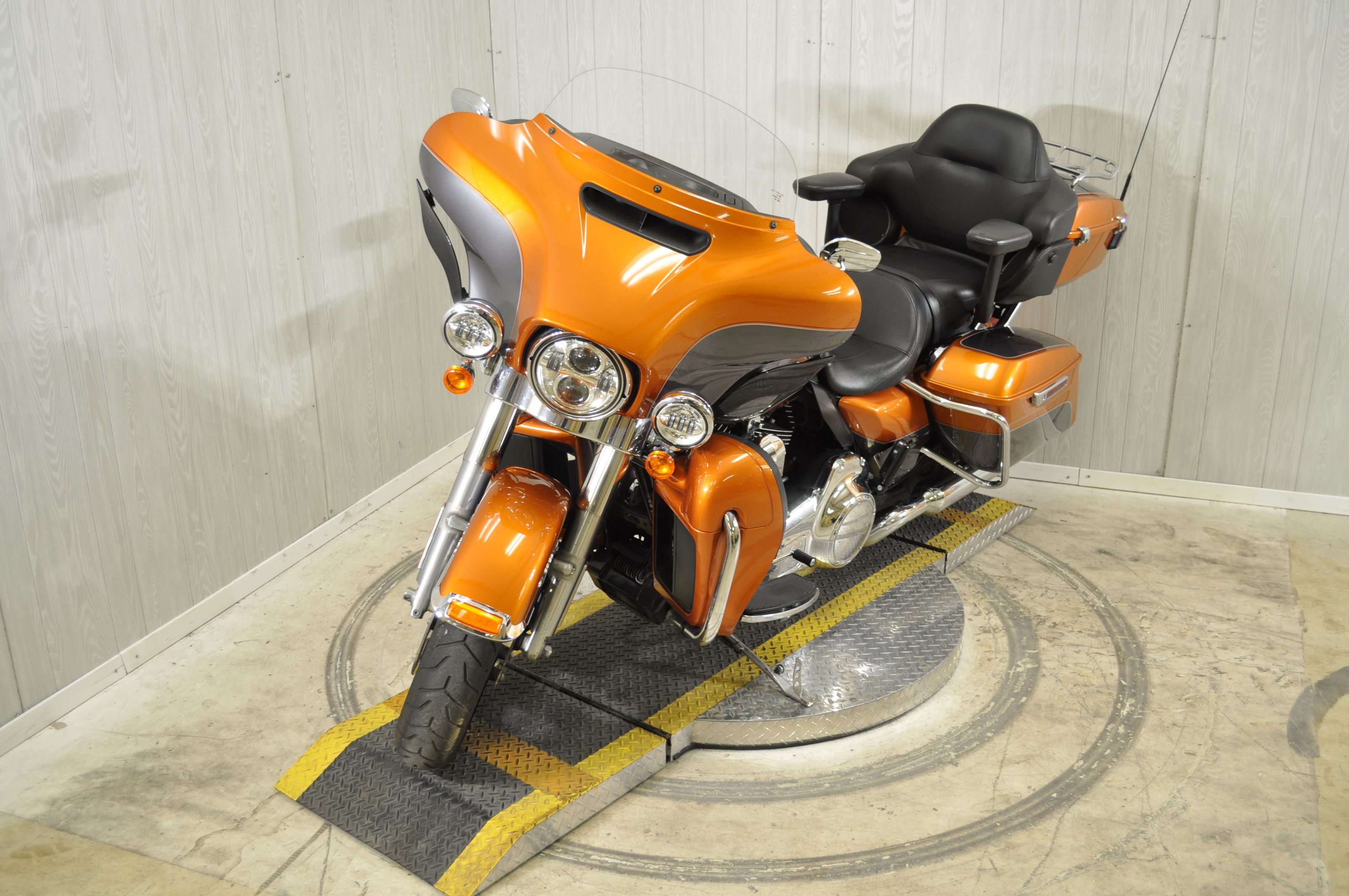 Pre-Owned 2016 Harley-Davidson Electra Glide Ultra Classic Low FLHTCUL