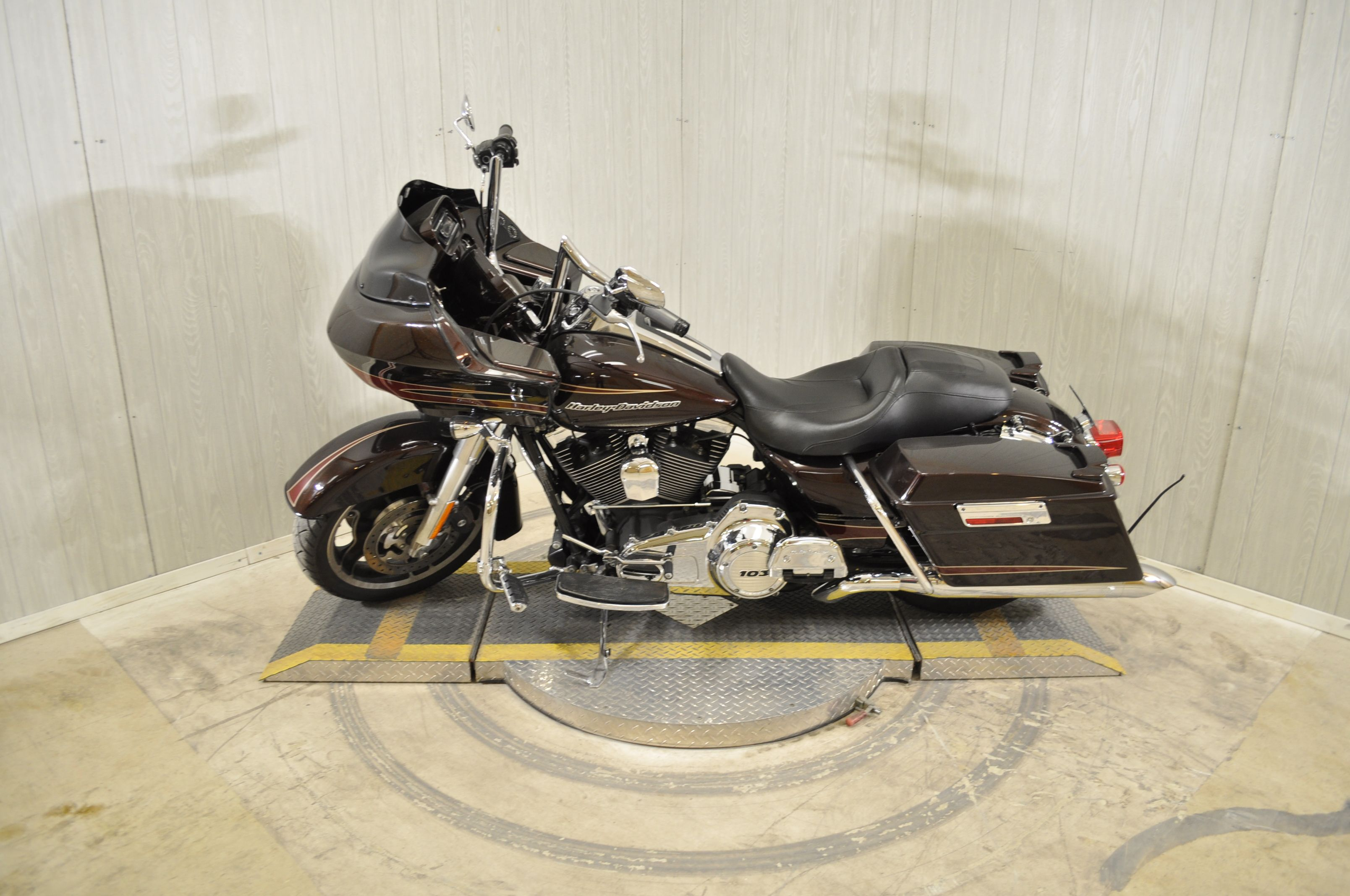 Pre-Owned 2011 Harley-Davidson Road Glide Ultra FLTRU