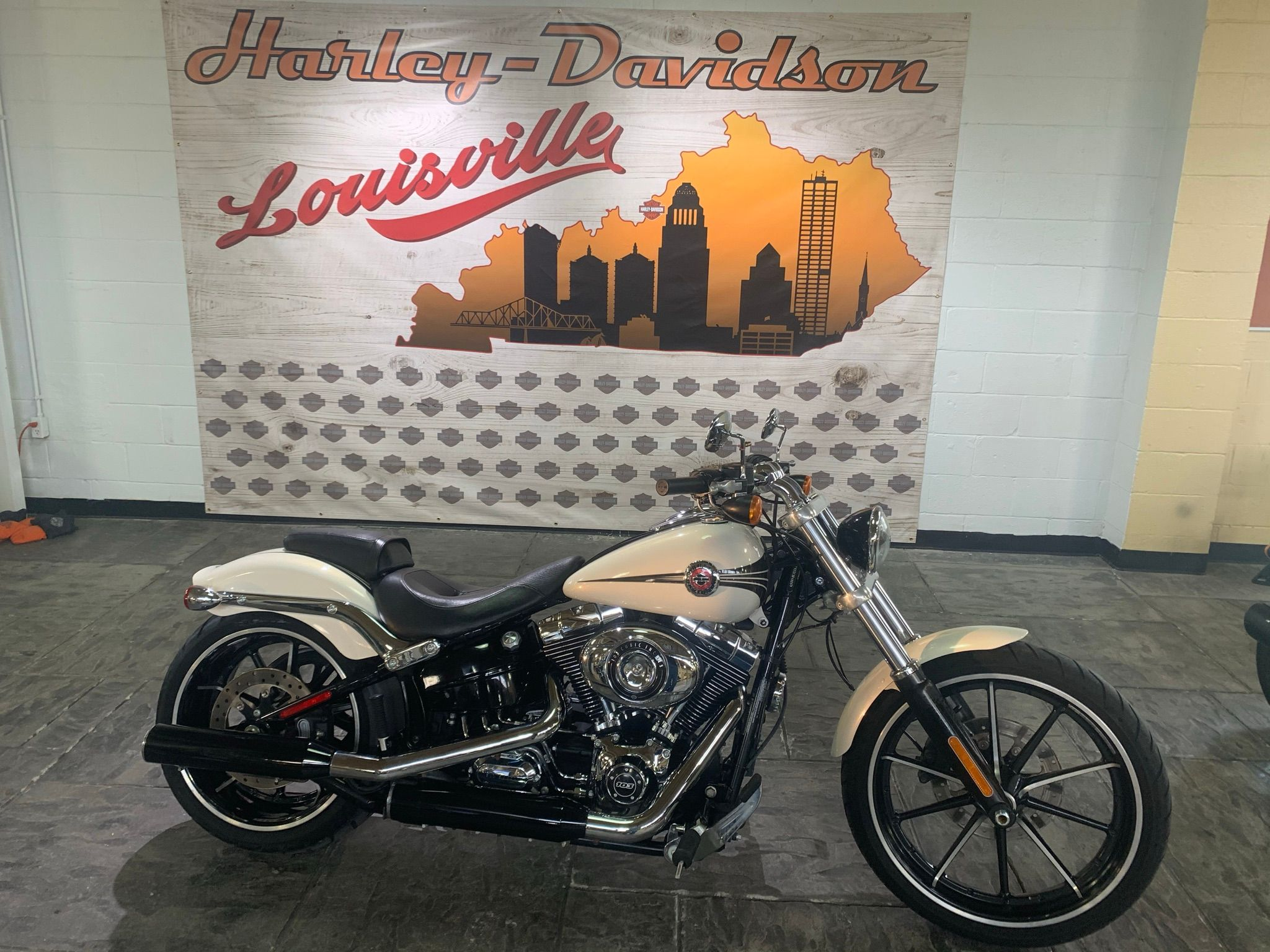 Pre-Owned 2014 Harley-Davidson Breakout