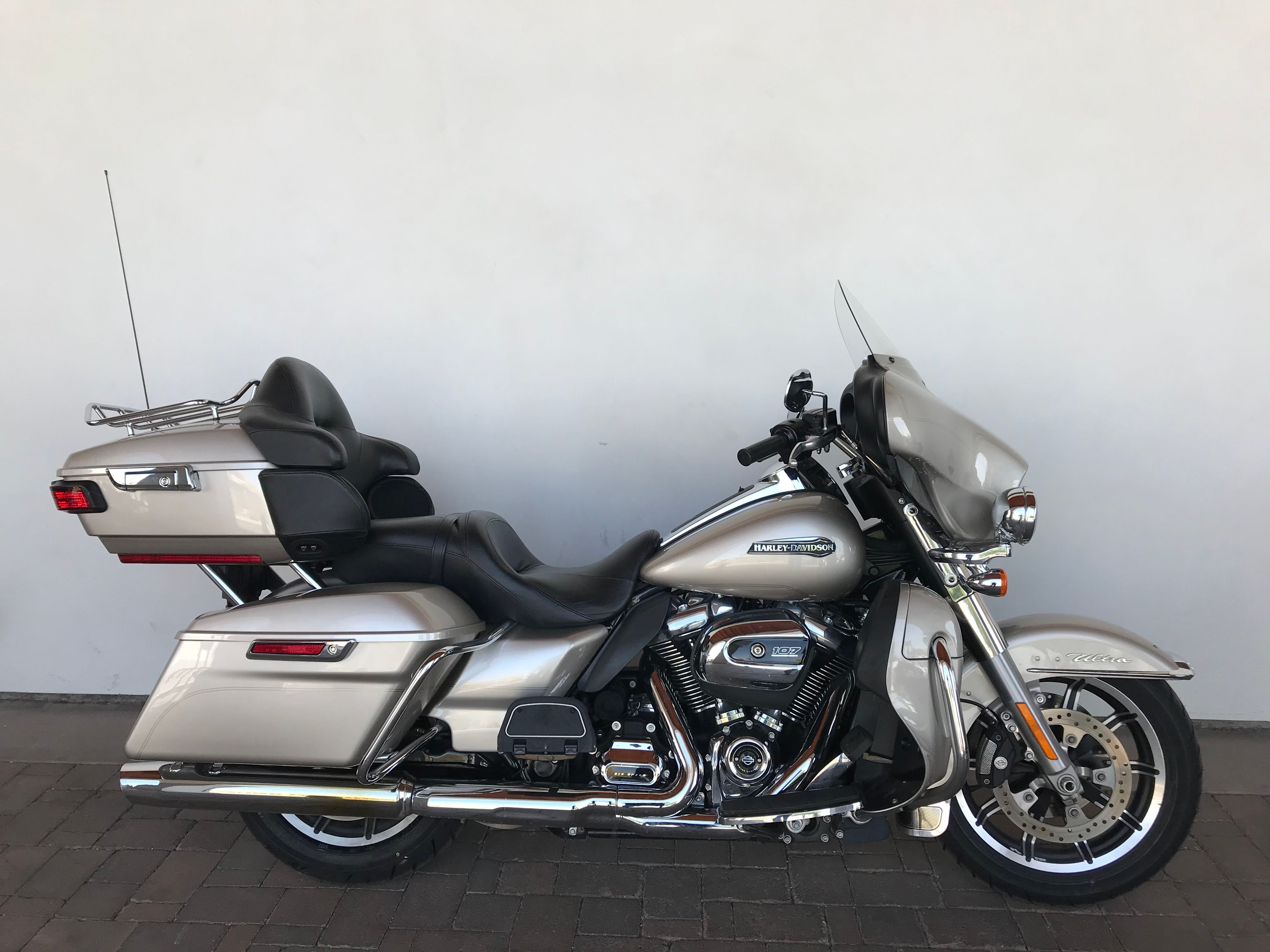 Pre-Owned 2018 Harley-Davidson Touring Electra Glide Ultra Classic FLHTCU