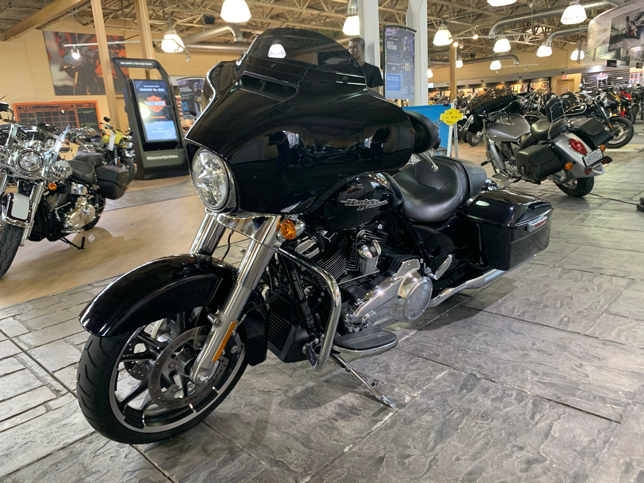 Pre-Owned 2020 Harley-Davidson Street Glide
