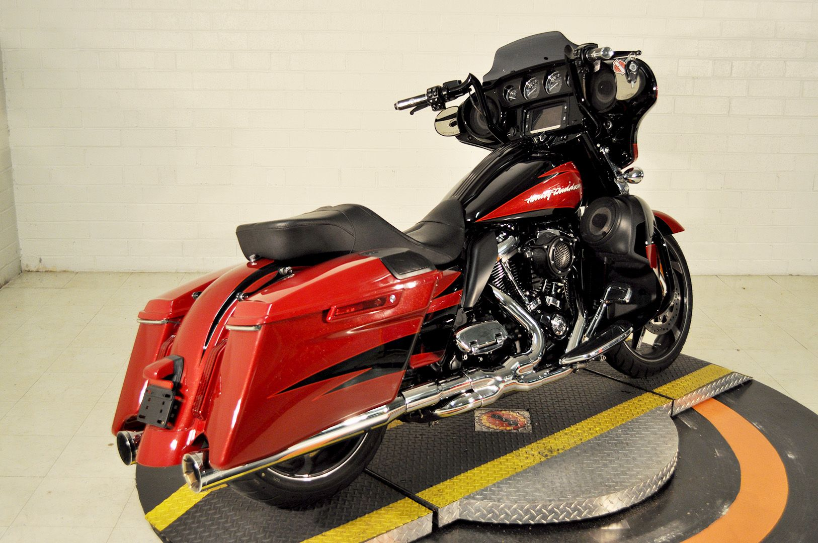 Pre-Owned 2017 Harley-Davidson CVO Street Glide