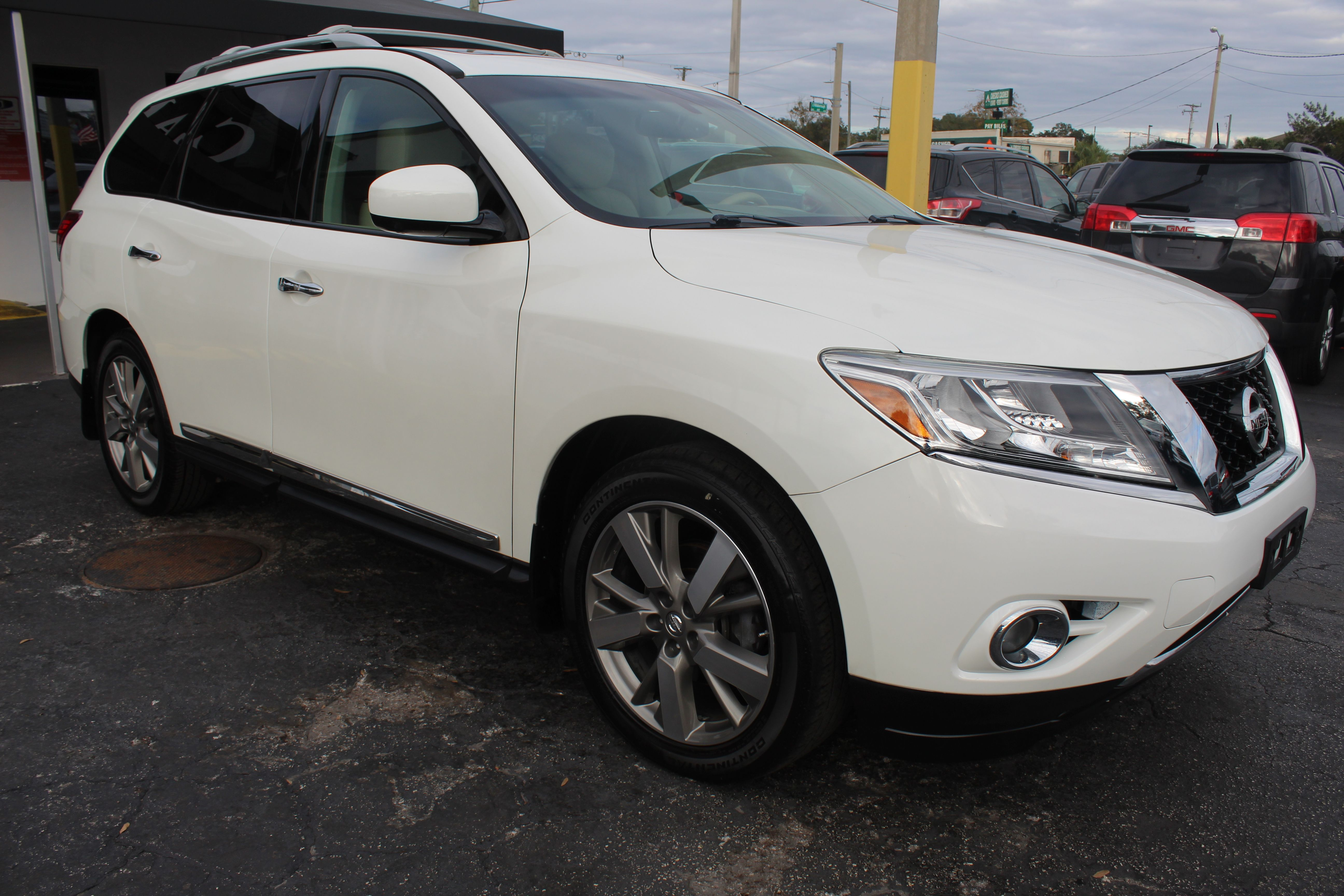 Pre-Owned 2015 Nissan Pathfinder Platinum